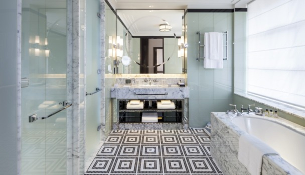 210-the-beaumont-bathroom-with-bath
