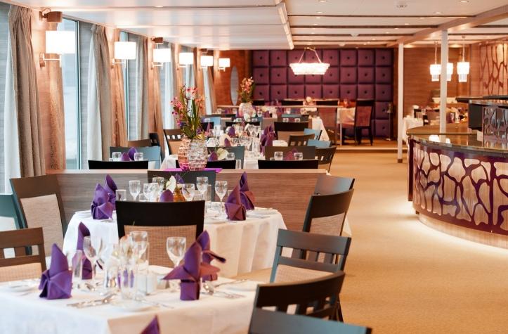 03 AMADEUS Silver ships Restaurant 01