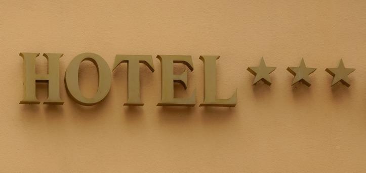 hotel-812900_1920