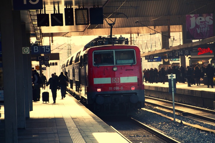 train-3196183_1920