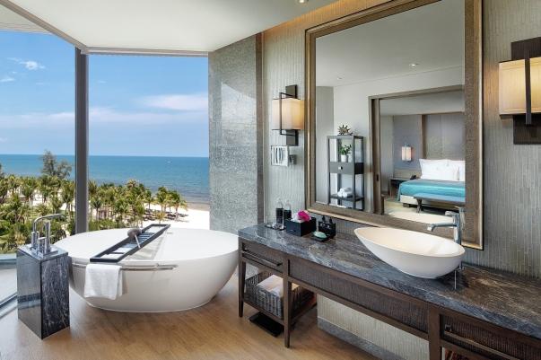 _1292099_Photographer_-Justin-Mott_Ocean View Room - Bathroom