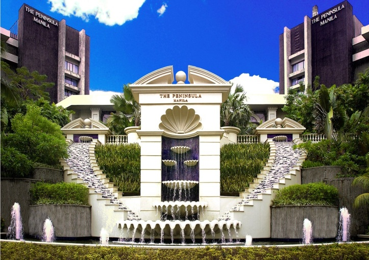 The Peninsula Manila hotel - fountain ...