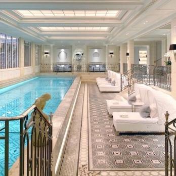 Four Seasons Paris pool
