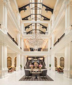 Raffles Sinagpore Lobby