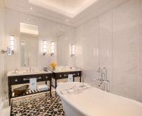 Raffles Singapore Courtyard Suite - Bathroom